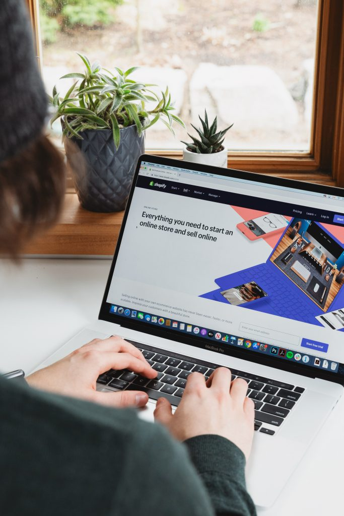 laptop with everything you need to know about setting up an online store site on screen