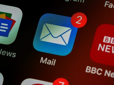 Image of mail icon on smartphone - What is lead generation in email marketing - Copify blog